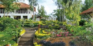2 nights Stay In The Gateway Hotel KM Road - Cottage Mountain View