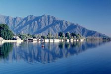 Srinagar Houseboat with Pahalgam and Gulmarg - Standard